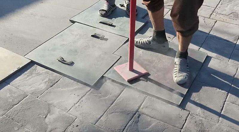 Как уложить печатный бетон