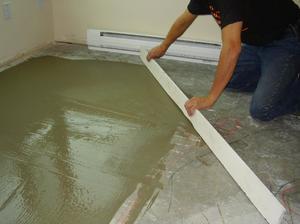Как выровнить бетонный пол