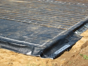 Защита подушки от влаги рулонными или обмазочными материалами