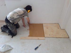Способ крепления фанеры на бетонный пол