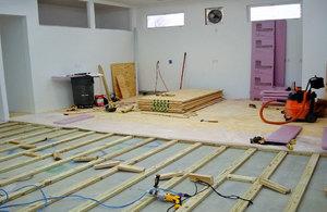Как стелить фанеру на бетонный пол