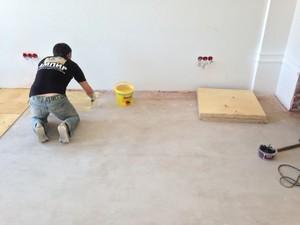 Чем еще можно крепить фанеру на бетонный пол