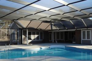 Навес над бассейном из поликарбоната – классификация и советы по монтажу