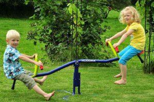 Строим детские качели-балансир своими руками – 4 мастер-класса!