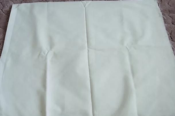кусок белой плотной ткани