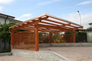 Навесы для автомобилей из дерева для дачи: обзор и инструкция