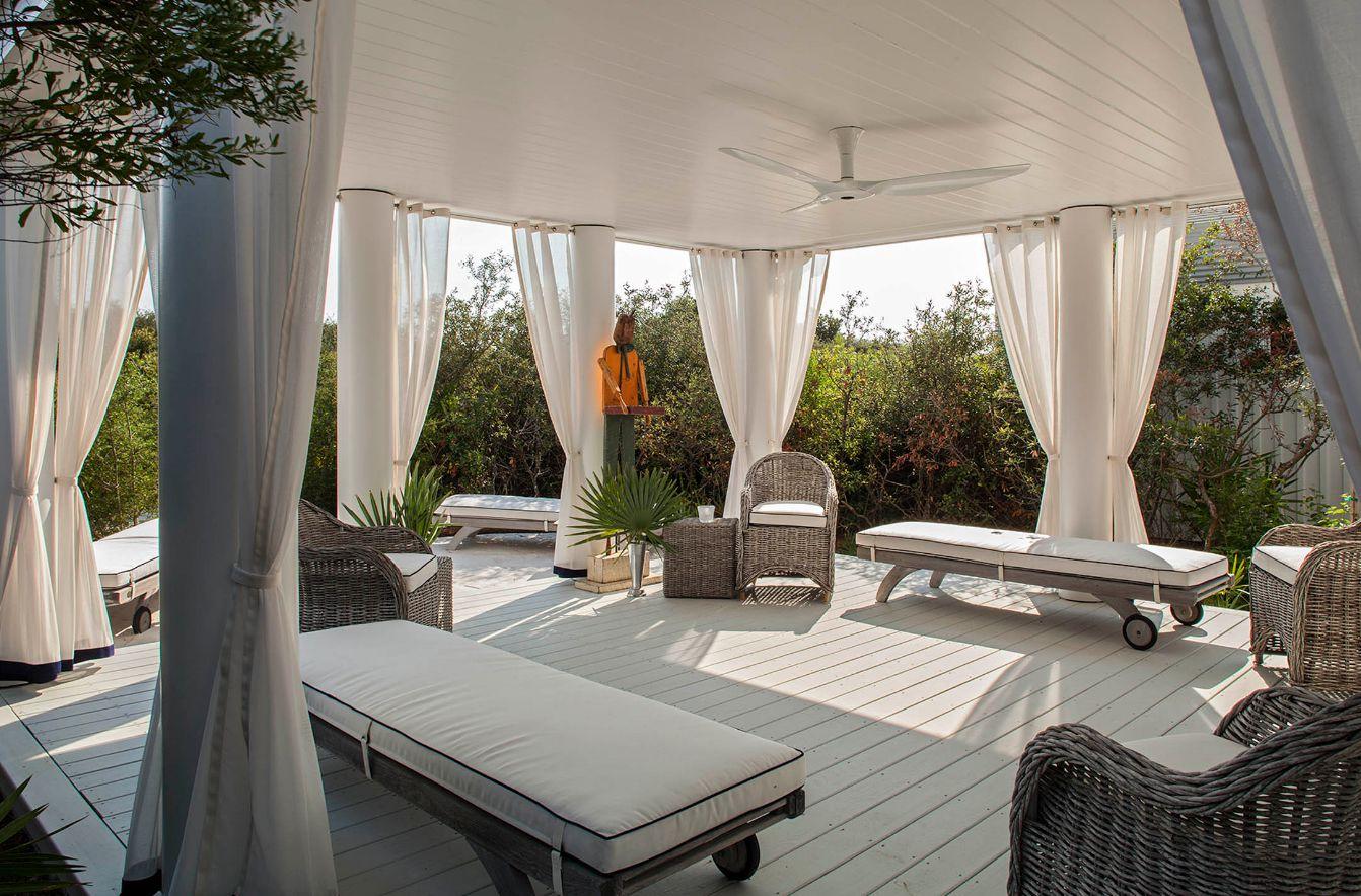 Сочетание цветов в интерьере шторы и обои мебель