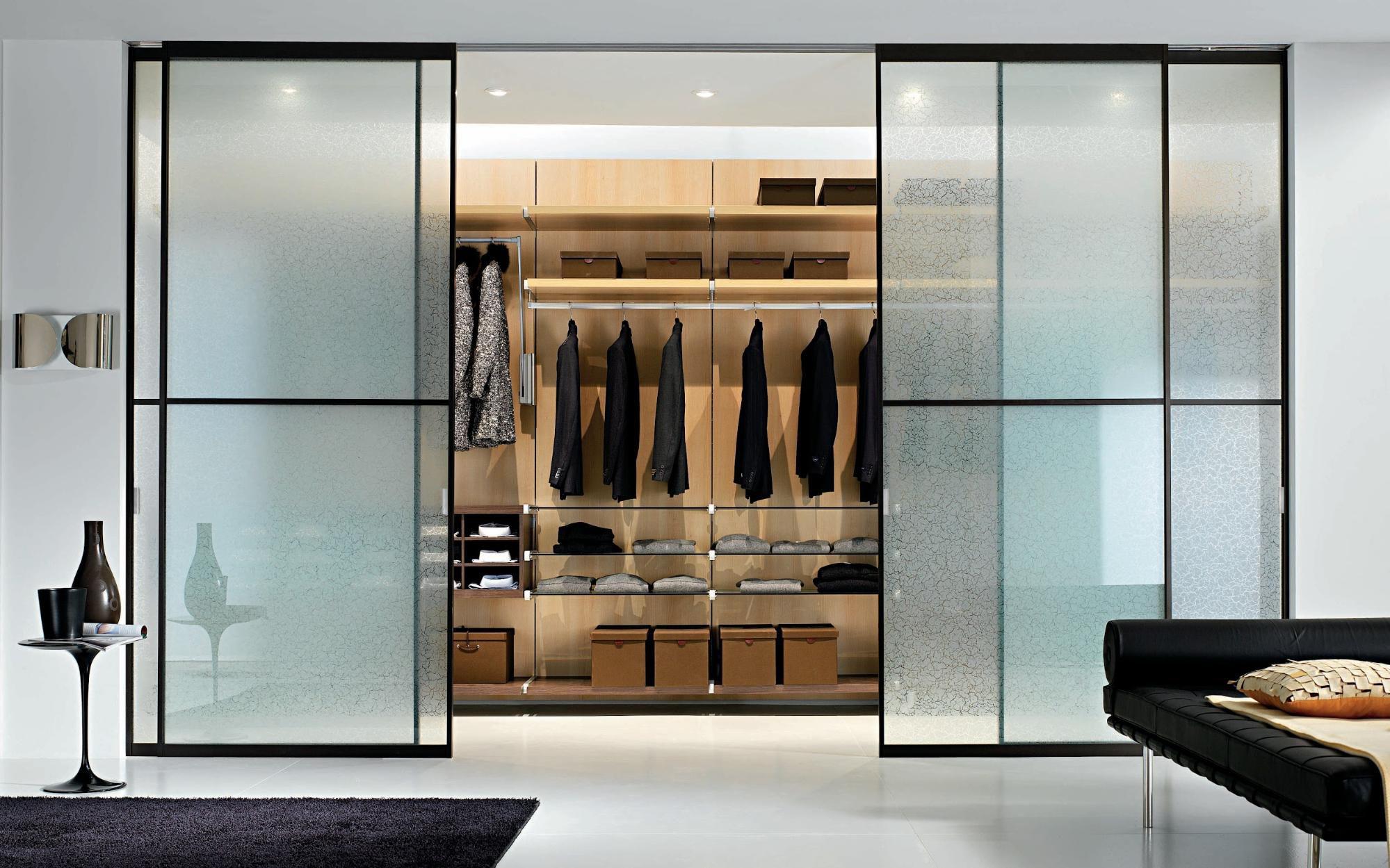 Двери в гардеробную (75 фото): складные и гармошкой для комн.